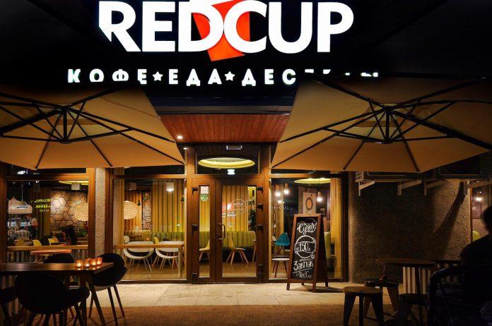 retro-futuristic-interior-redcup-coffeeshop-opened-sochi-11