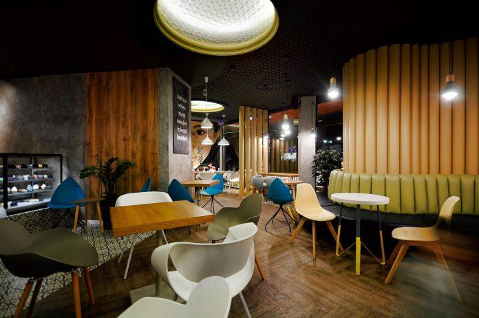 retro-futuristic-interior-redcup-coffeeshop-opened-sochi-12