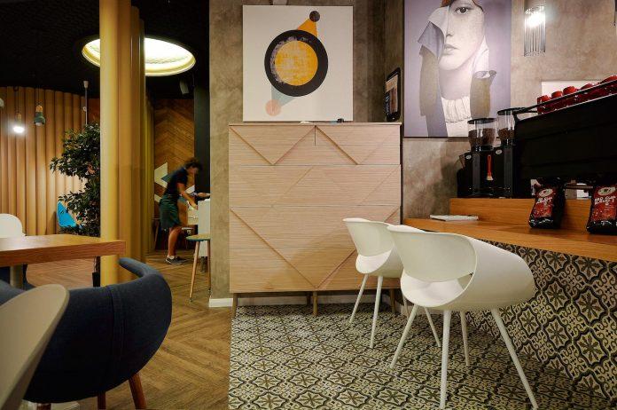 retro-futuristic-interior-redcup-coffeeshop-opened-sochi-15