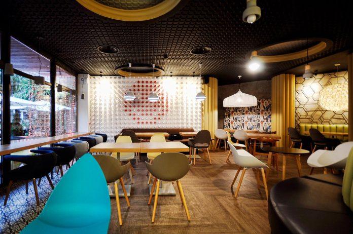 retro-futuristic-interior-redcup-coffeeshop-opened-sochi-22