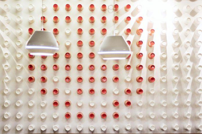 retro-futuristic-interior-redcup-coffeeshop-opened-sochi-24