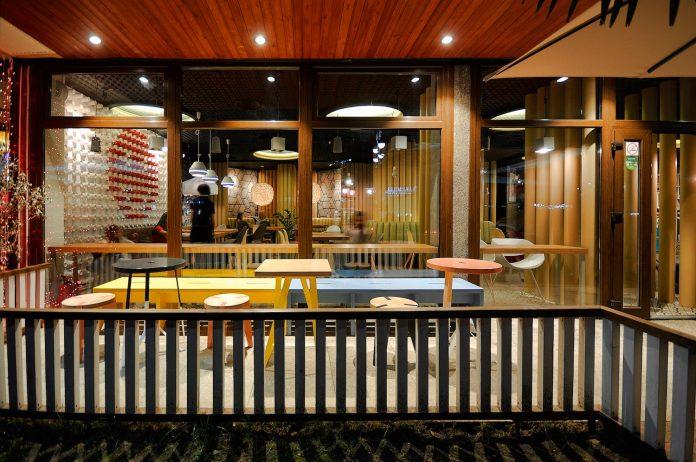 retro-futuristic-interior-redcup-coffeeshop-opened-sochi-25
