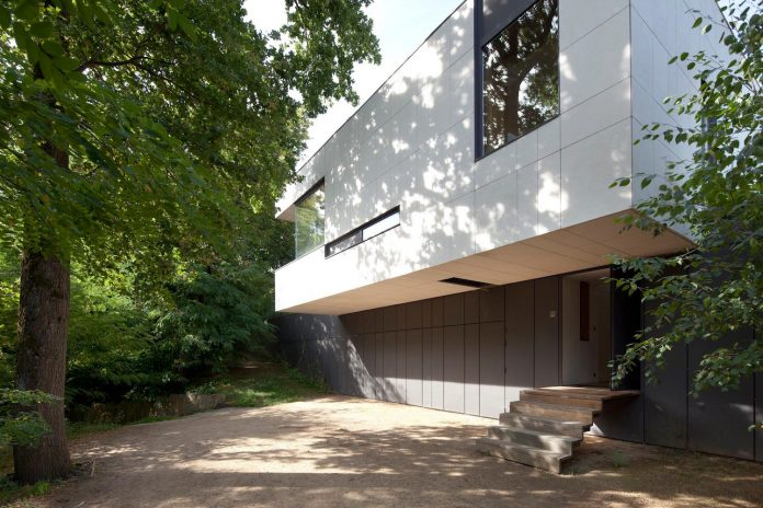 rooms-house-charbonnieres-les-bains-natural-light-02
