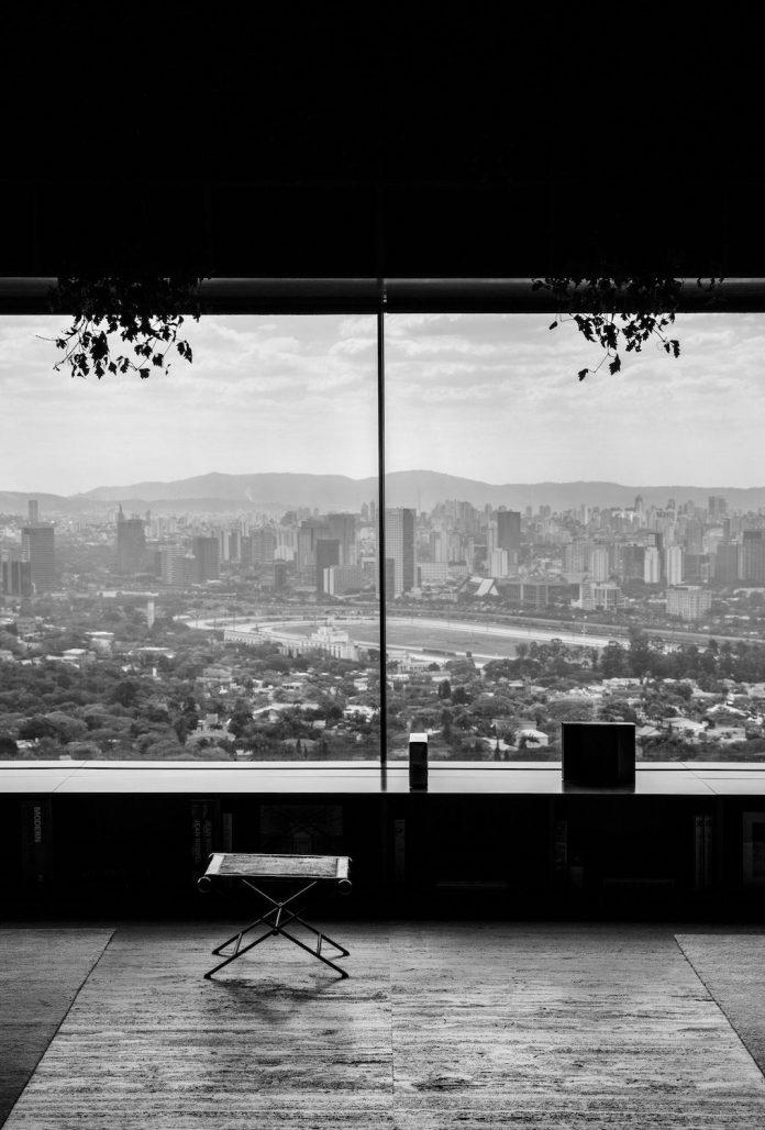 sao-paulo-penthouse-design-order-create-cozy-solemn-atmosphere-05