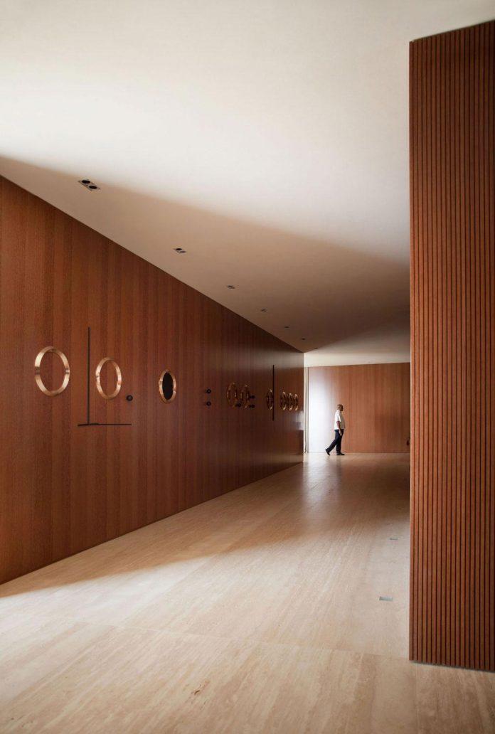 sao-paulo-penthouse-design-order-create-cozy-solemn-atmosphere-13
