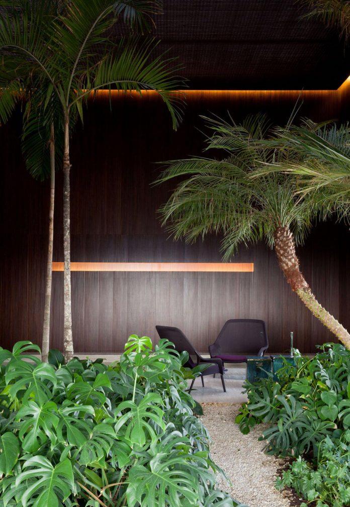 sao-paulo-penthouse-design-order-create-cozy-solemn-atmosphere-14