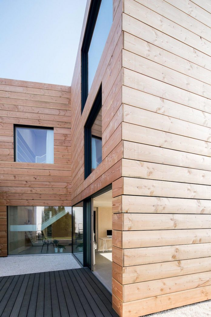 scl-holzmassivhaus-ecological-solid-wood-structure-flexible-usage-19