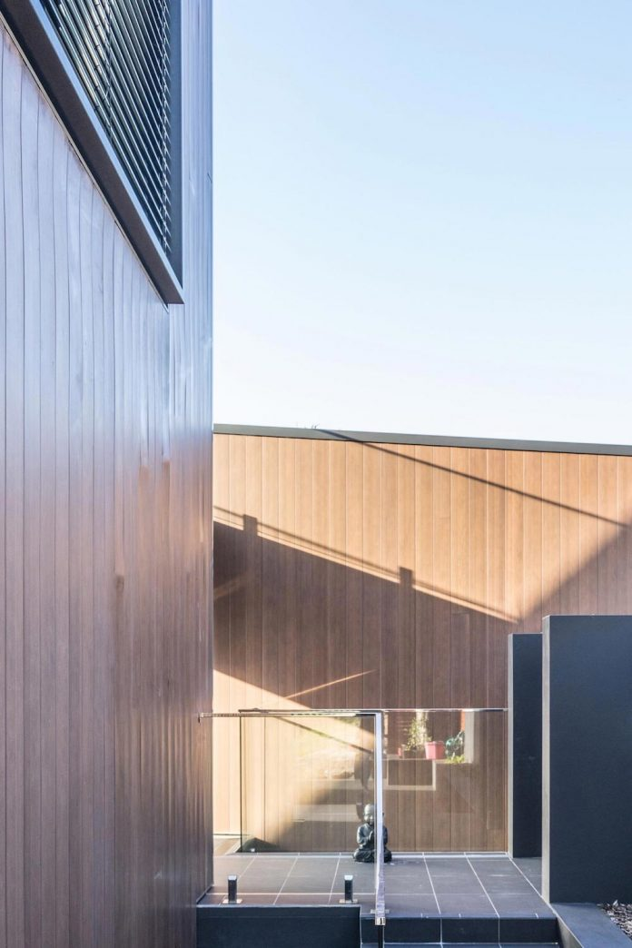seaforth-house-two-cubes-residence-located-sydneys-stunning-northern-beaches-03