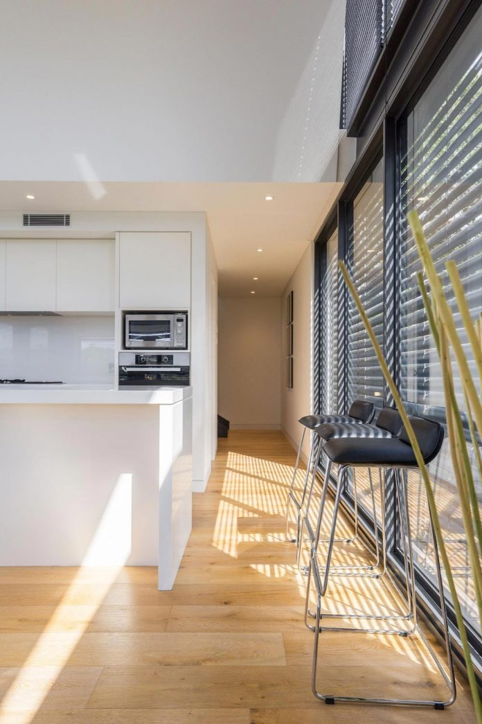 seaforth-house-two-cubes-residence-located-sydneys-stunning-northern-beaches-13