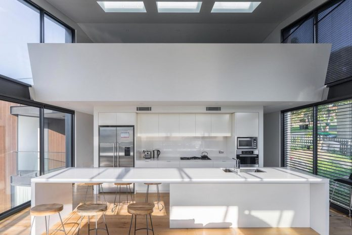 seaforth-house-two-cubes-residence-located-sydneys-stunning-northern-beaches-14