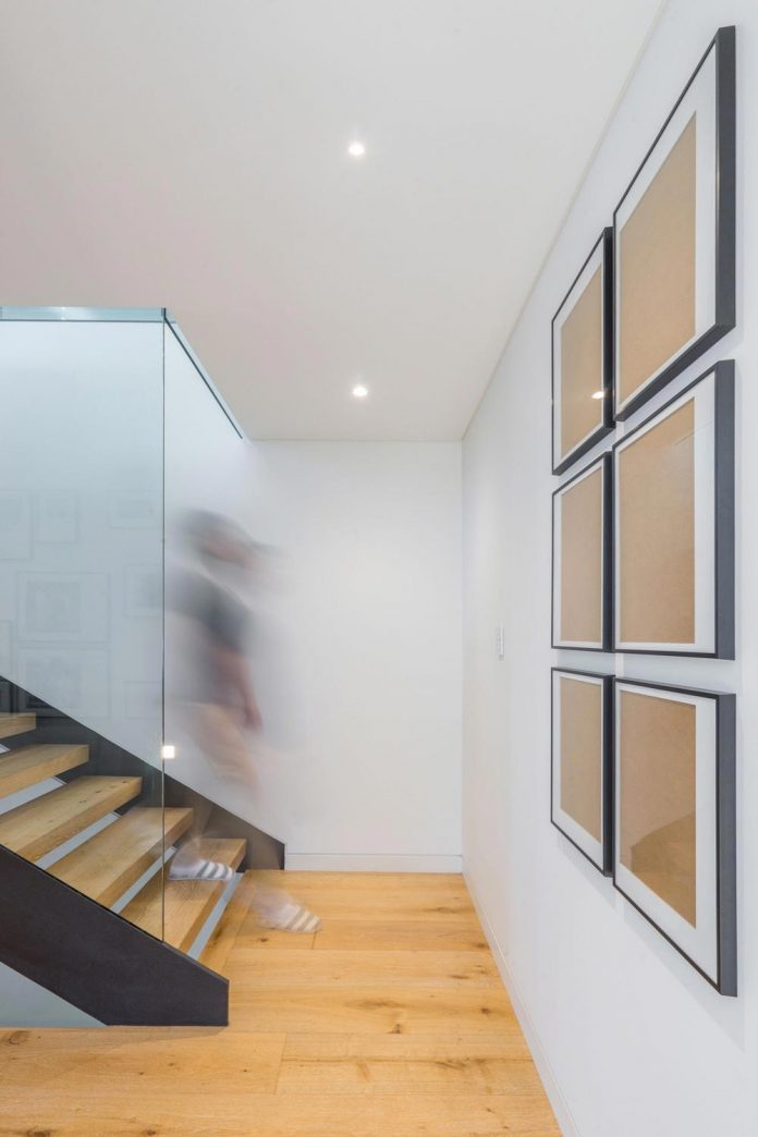 seaforth-house-two-cubes-residence-located-sydneys-stunning-northern-beaches-16