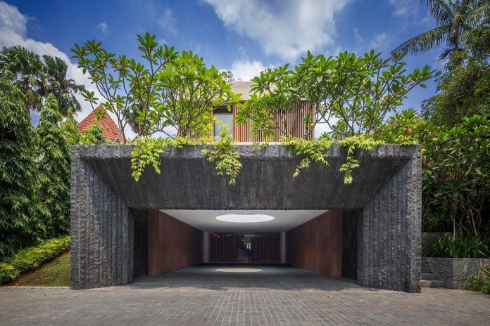 secret-garden-house-luxurious-tropical-contemporary-family-home-singapore-02