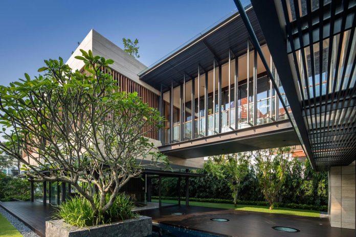 secret-garden-house-luxurious-tropical-contemporary-family-home-singapore-08