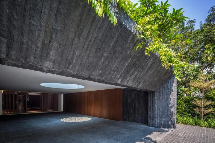 secret-garden-house-luxurious-tropical-contemporary-family-home-singapore-09
