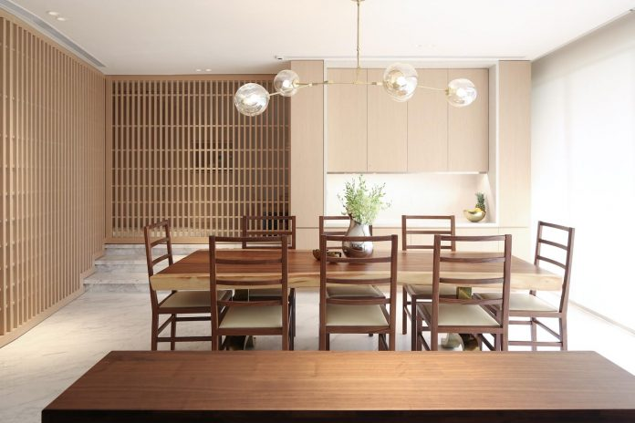 simple-home-growing-family-many-operable-screens-open-separate-space-01