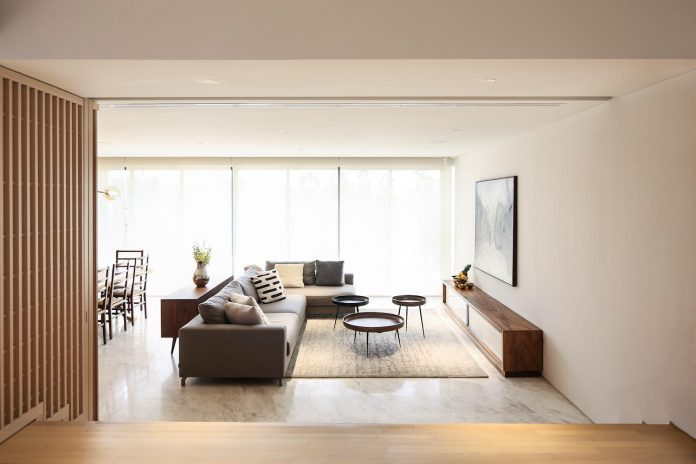 simple-home-growing-family-many-operable-screens-open-separate-space-03