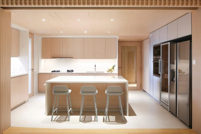 simple-home-growing-family-many-operable-screens-open-separate-space-04