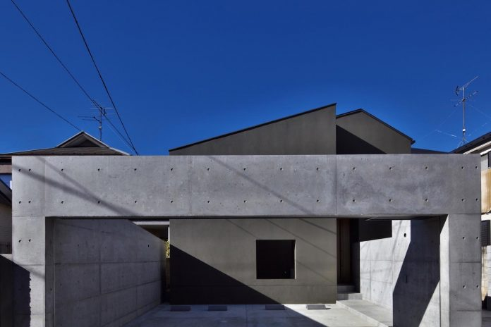 single-family-house-located-tokyo-built-severe-restrictions-space-land-height-02
