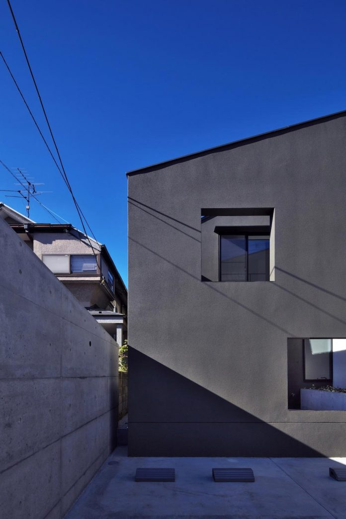 single-family-house-located-tokyo-built-severe-restrictions-space-land-height-03