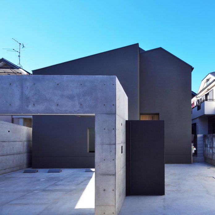 single-family-house-located-tokyo-built-severe-restrictions-space-land-height-06