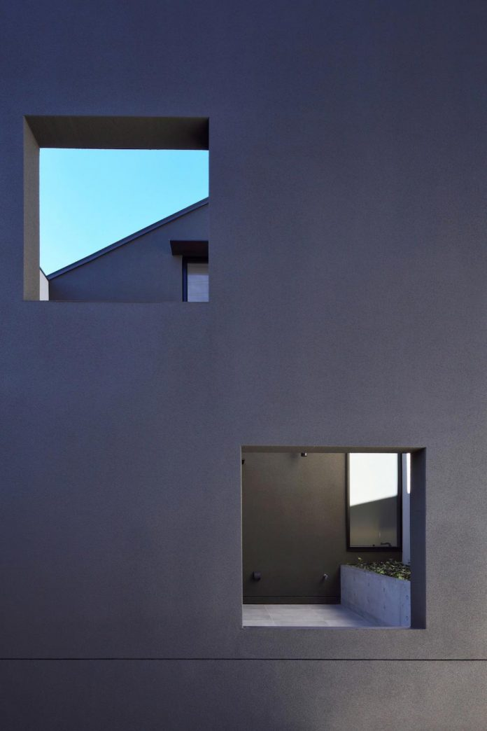 single-family-house-located-tokyo-built-severe-restrictions-space-land-height-07