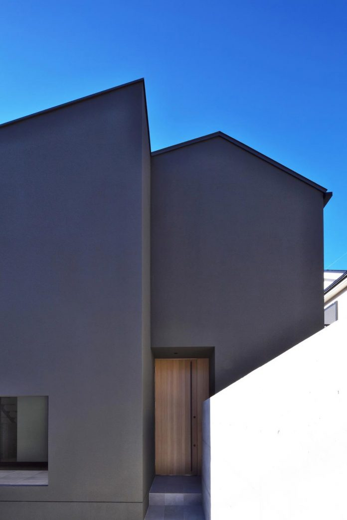 single-family-house-located-tokyo-built-severe-restrictions-space-land-height-09