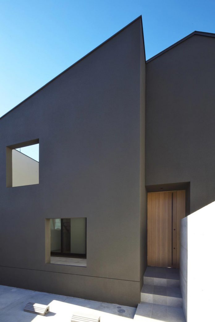 single-family-house-located-tokyo-built-severe-restrictions-space-land-height-10