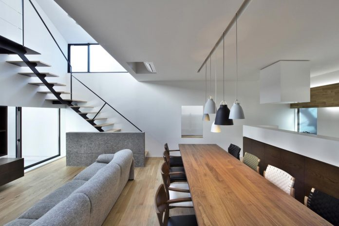 single-family-house-located-tokyo-built-severe-restrictions-space-land-height-11