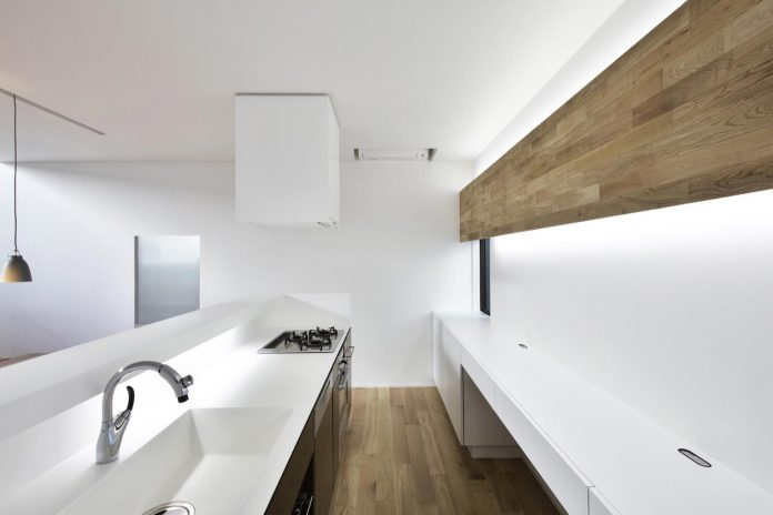 single-family-house-located-tokyo-built-severe-restrictions-space-land-height-14