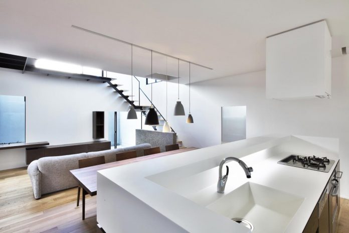 single-family-house-located-tokyo-built-severe-restrictions-space-land-height-15
