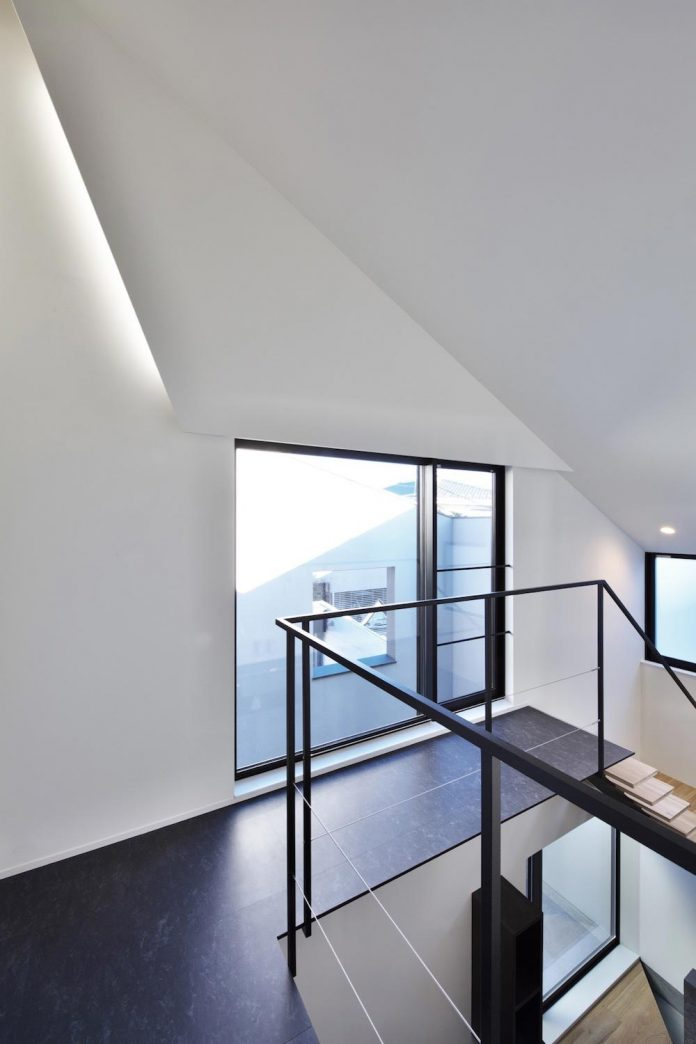 single-family-house-located-tokyo-built-severe-restrictions-space-land-height-16