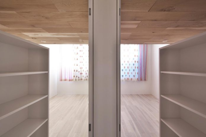 single-family-house-located-tokyo-built-severe-restrictions-space-land-height-17
