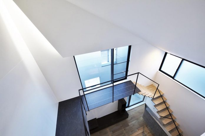 single-family-house-located-tokyo-built-severe-restrictions-space-land-height-19
