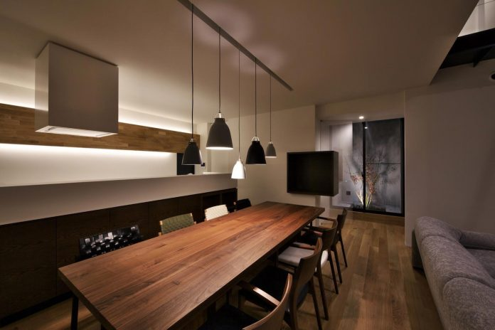 single-family-house-located-tokyo-built-severe-restrictions-space-land-height-22