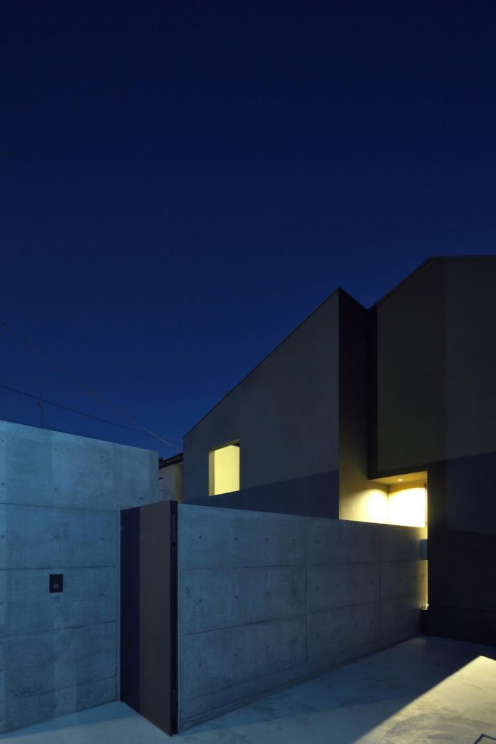 single-family-house-located-tokyo-built-severe-restrictions-space-land-height-27