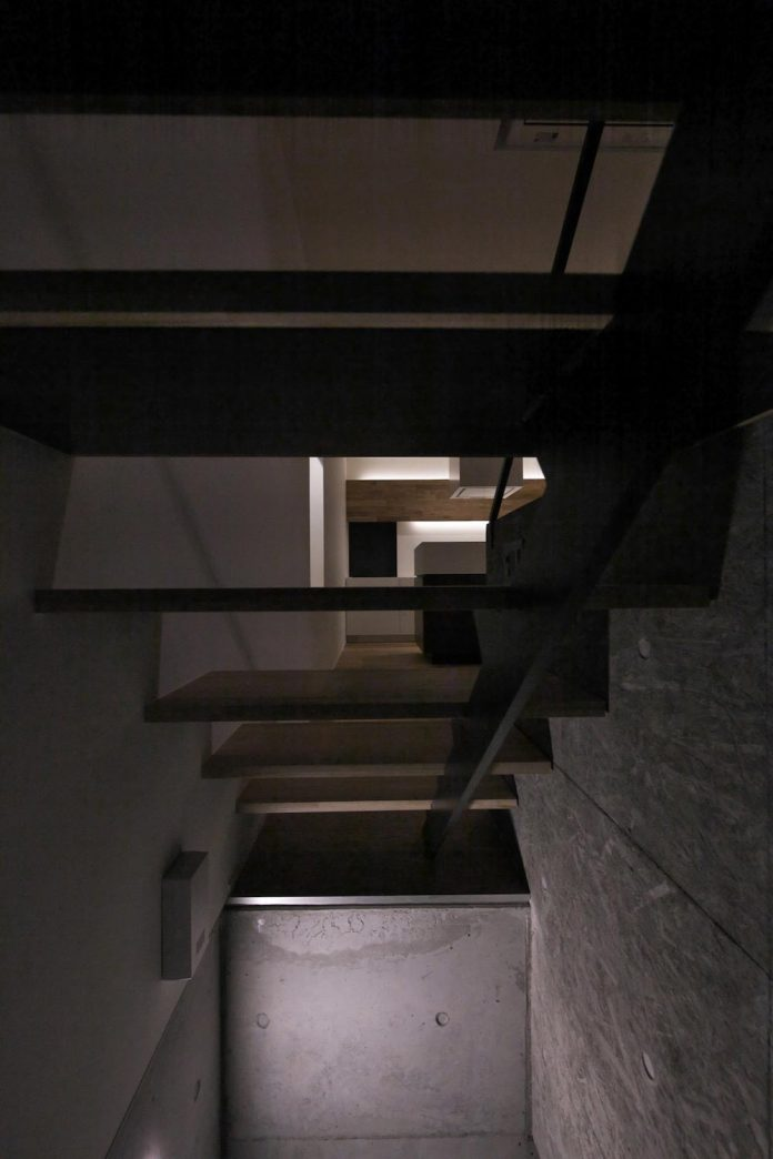 single-family-house-located-tokyo-built-severe-restrictions-space-land-height-29