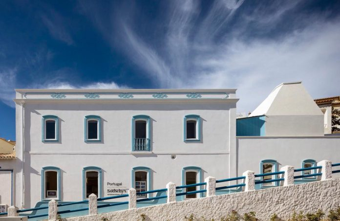 sothebys-real-estate-headquarters-carvoeiro-algarve-characterized-local-traditional-construction-technics-well-materials-01
