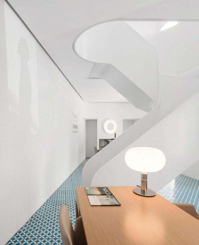 sothebys-real-estate-headquarters-carvoeiro-algarve-characterized-local-traditional-construction-technics-well-materials-03