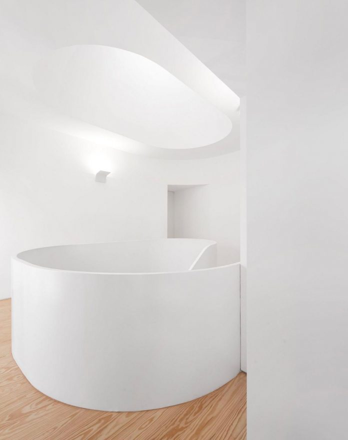 sothebys-real-estate-headquarters-carvoeiro-algarve-characterized-local-traditional-construction-technics-well-materials-06