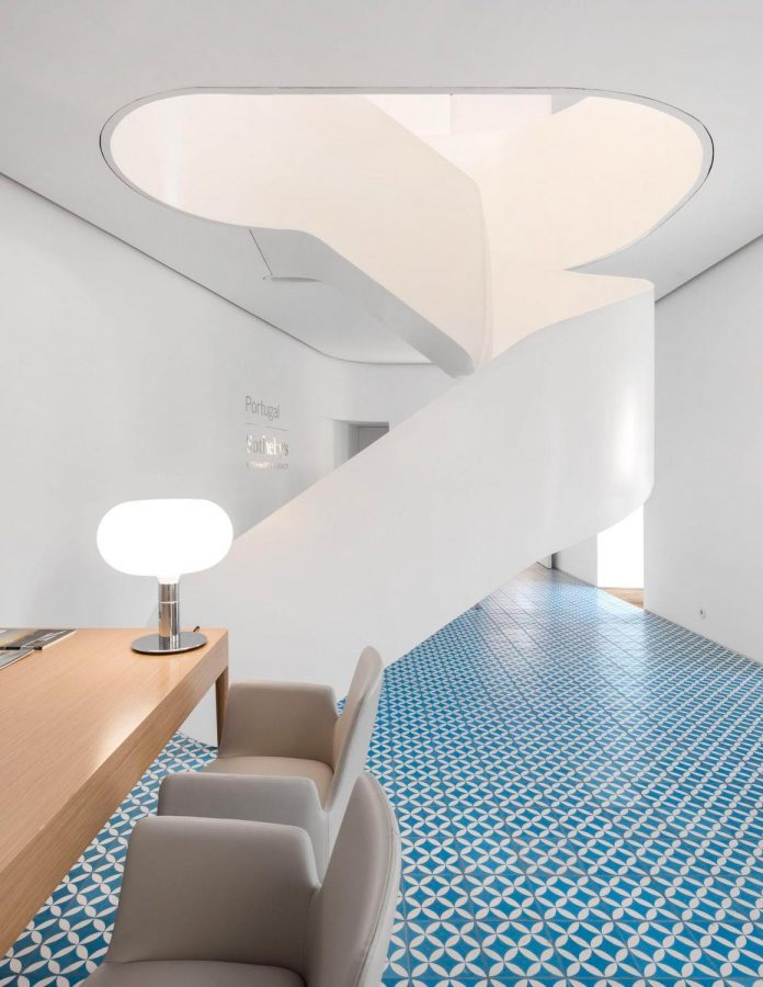 sothebys-real-estate-headquarters-carvoeiro-algarve-characterized-local-traditional-construction-technics-well-materials-12