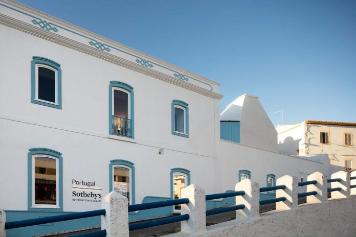 sothebys-real-estate-headquarters-carvoeiro-algarve-characterized-local-traditional-construction-technics-well-materials-14