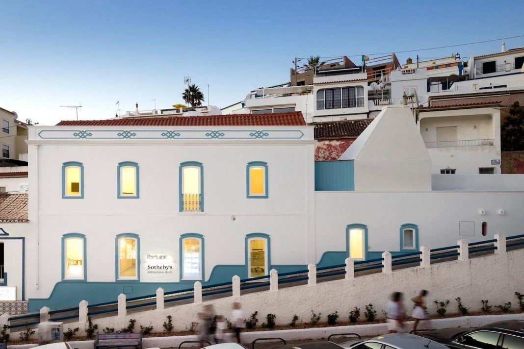 Sotheby's real estate headquarters at Carvoeiro, characterized by both local and traditional construction technics as well as materials