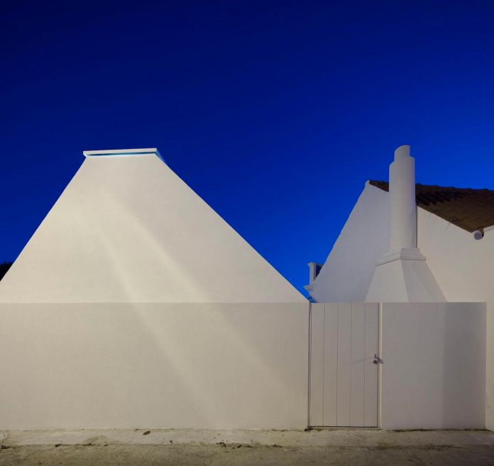 sothebys-real-estate-headquarters-carvoeiro-algarve-characterized-local-traditional-construction-technics-well-materials-17
