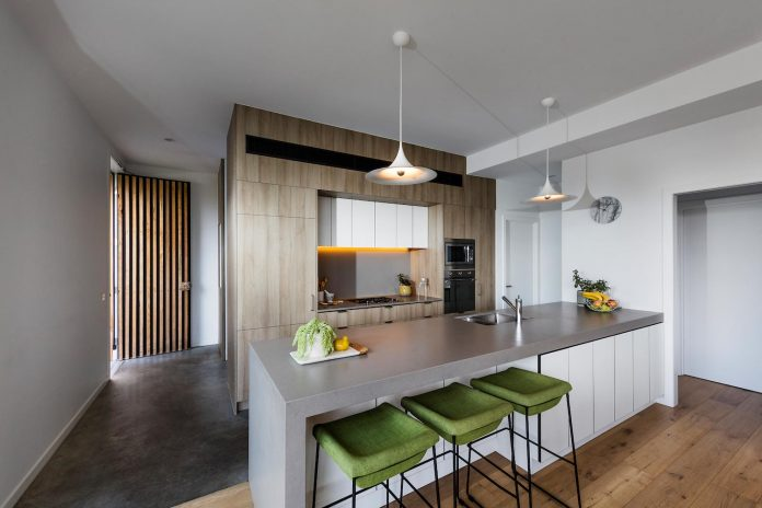 st-kilda-east-townhouses-includes-two-typical-dwellings-three-family-generations-08