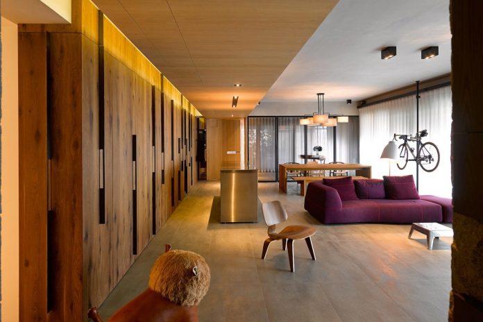 steel-structures-l-shape-sliding-glass-doors-modern-features-define-taipei-city-apartment-04