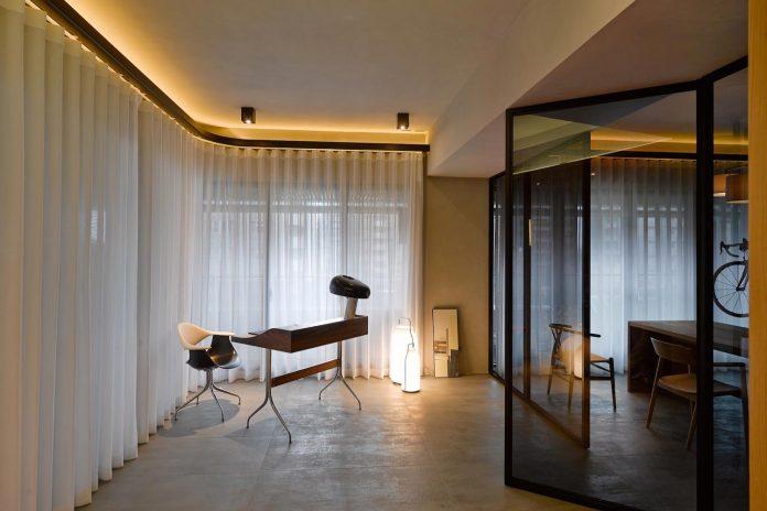 steel-structures-l-shape-sliding-glass-doors-modern-features-define-taipei-city-apartment-14
