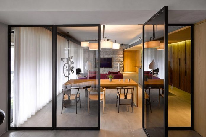 steel-structures-l-shape-sliding-glass-doors-modern-features-define-taipei-city-apartment-15