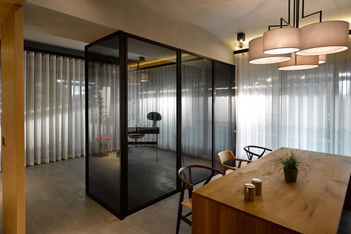 steel-structures-l-shape-sliding-glass-doors-modern-features-define-taipei-city-apartment-17