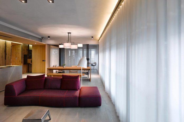 steel-structures-l-shape-sliding-glass-doors-modern-features-define-taipei-city-apartment-19