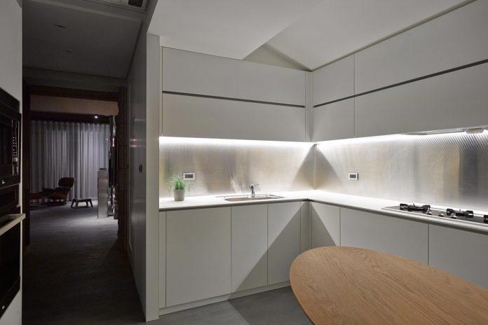 steel-structures-l-shape-sliding-glass-doors-modern-features-define-taipei-city-apartment-24